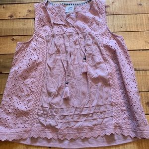 Soft pink lace detailed tank